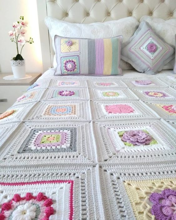 Couple crochet bed coverlet with flowers
