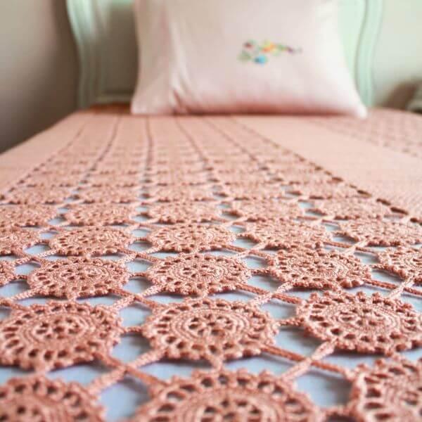 Crochet rose bedspread