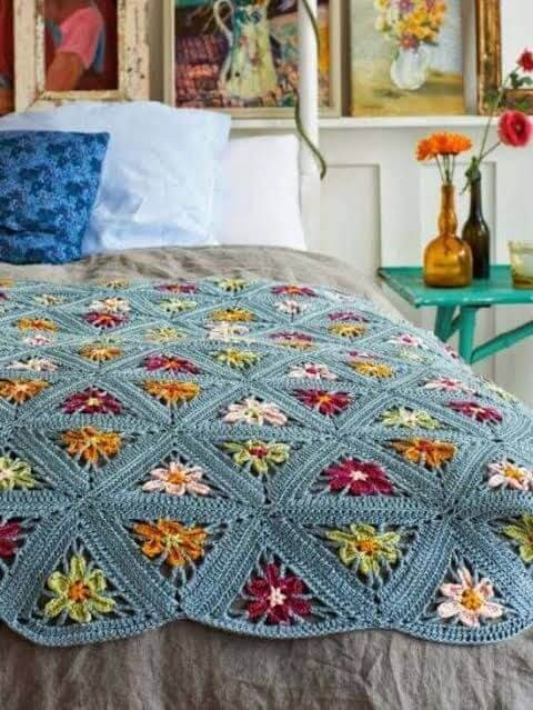 Couple crochet quilt with flowers