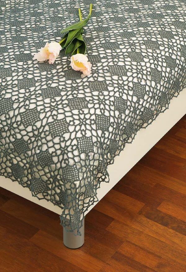 Gray and thin quilt made of crochet