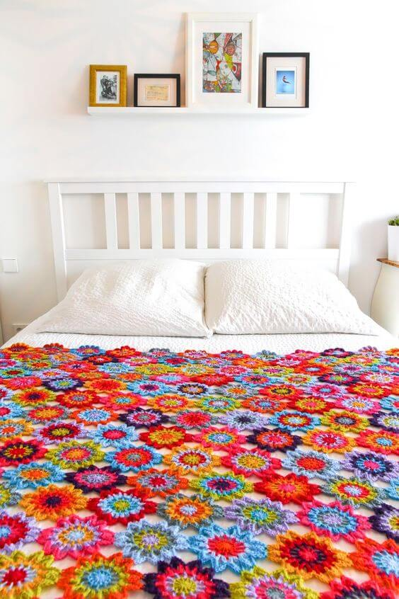 Bedspread with flowers for single bed