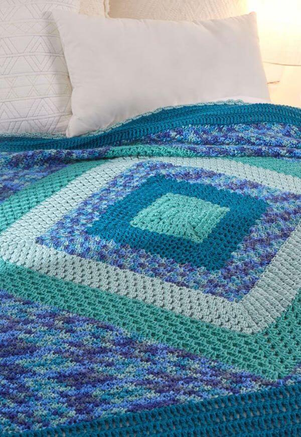 Blue bedspread for modern bedroom