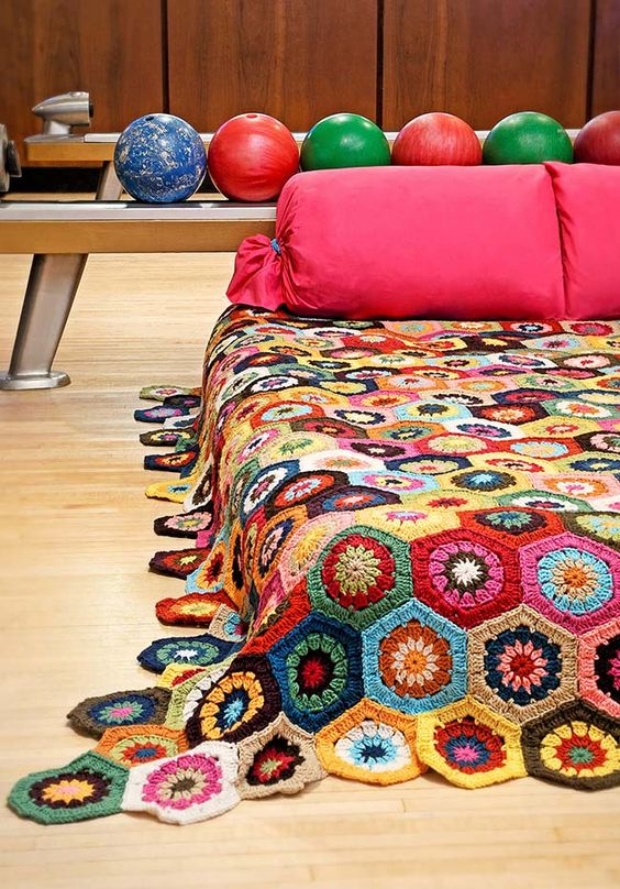 Crochet quilt with flowers