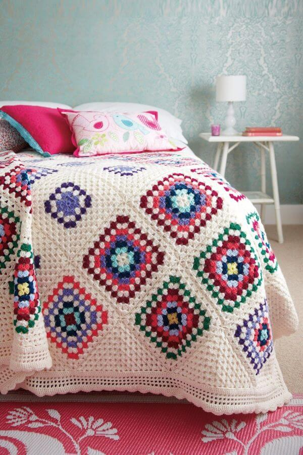 Crochet quilt with colorful squares