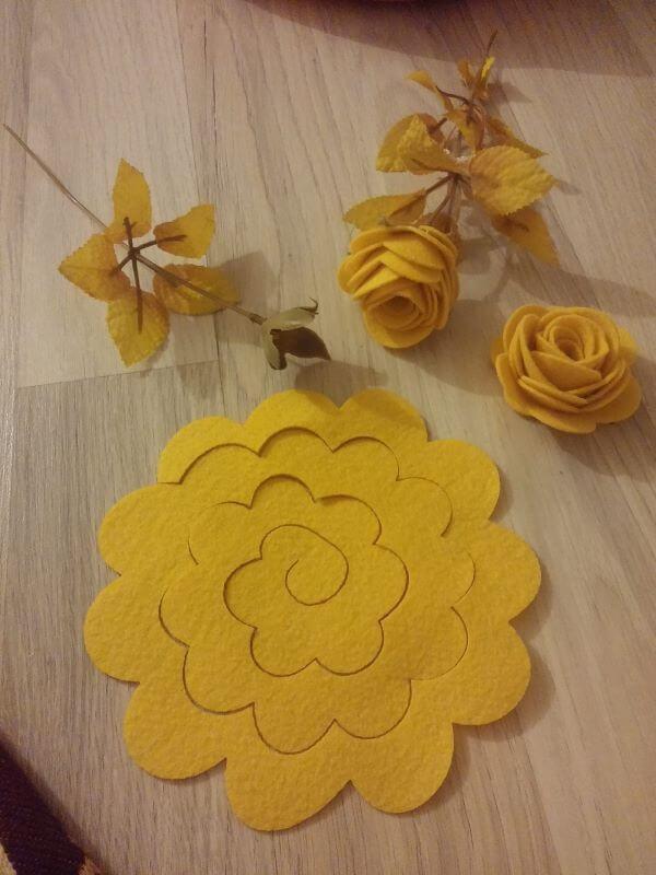 Felt flower rose