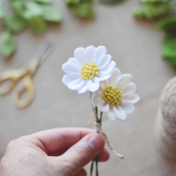 Felt daisy flower