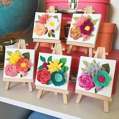 Frames with felt flowers