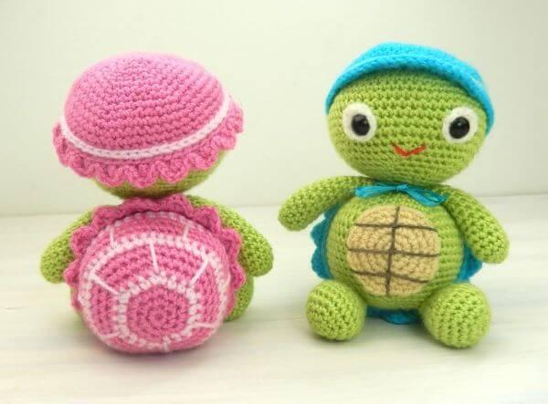 Crochet door weight with turtle