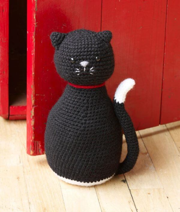 Crochet door weight with black cat