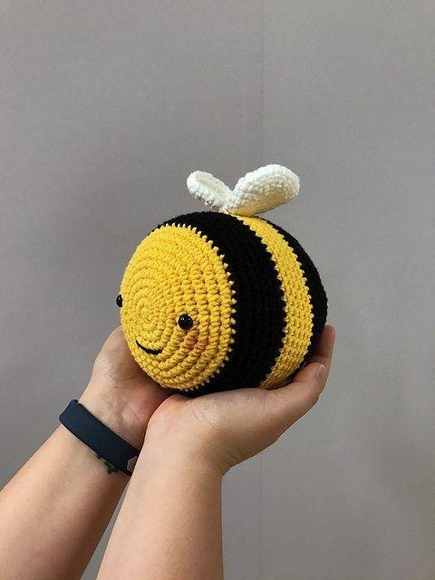 Weight for crochet door with bee