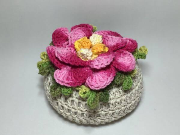 Door weight in crochet with flower