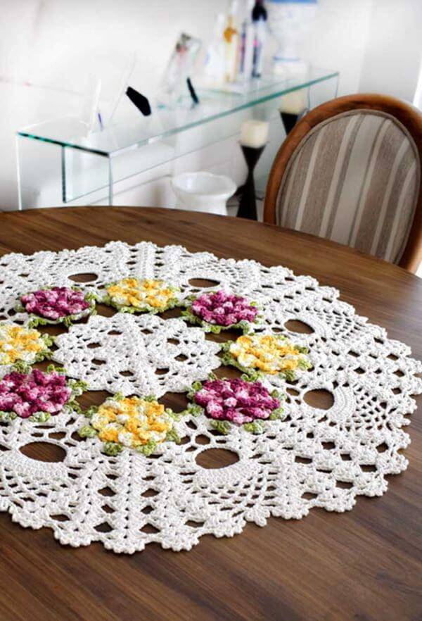 Crochet table centerpiece with flowers for round table