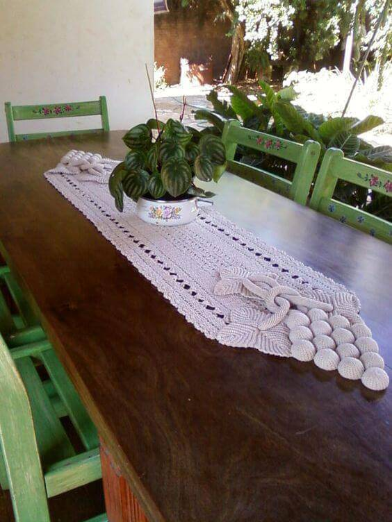 Crochet table centerpiece for balcony