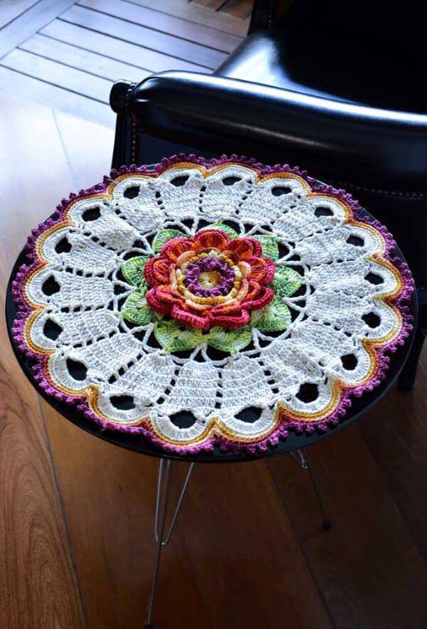 Crochet centerpiece with flowers
