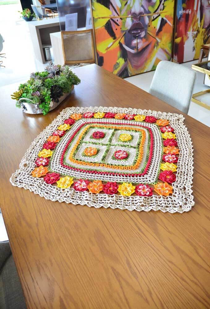 Square and colorful centerpiece