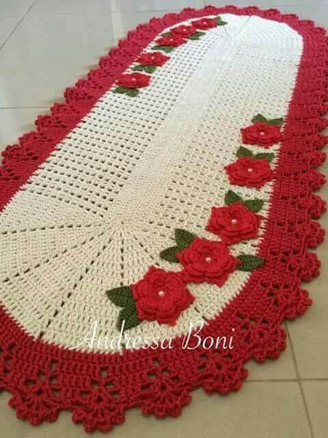 Crochet kitchen rug with red flowers and border Photo by Andressa Boni