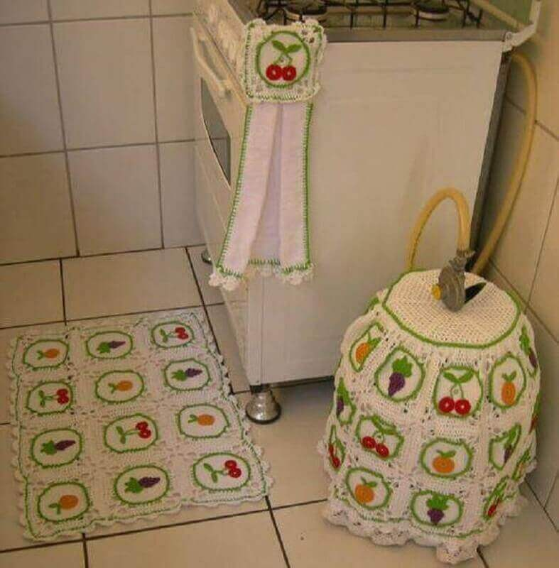 Crochet rug set for kitchen with fruit print Photo from Pinterest