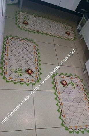 Crochet rug set for kitchen with green border and flowers Photo of My Crochet Contemporary
