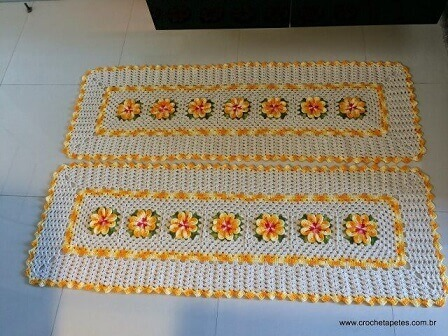 Crochet crochet rug set with yellow details and flowers Photo of Crochet Rugs