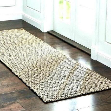 Crochet beige kitchen rug Photo by Taxi Surfr