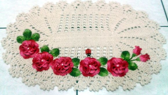 Crochet kitchen rug with various flowers