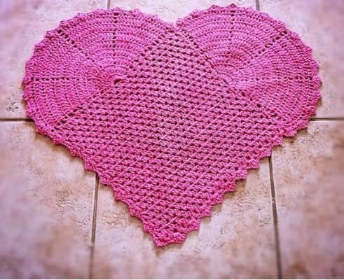 Crochet kitchen rug with heart design