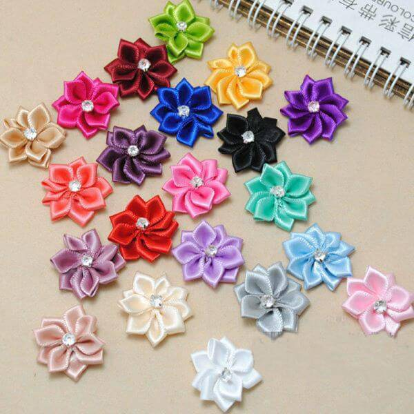 Flower of colored ribbons for you to decorate the house