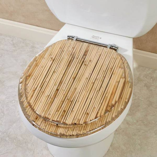 The toilet lid received a special craft finish with fine bamboo
