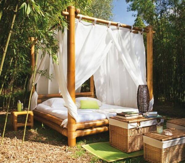 Handicraft with thick bamboo forms a beautiful screen structure
