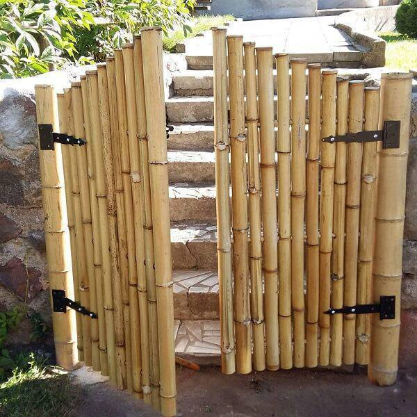 Separate rooms with a door made of bamboo crafts