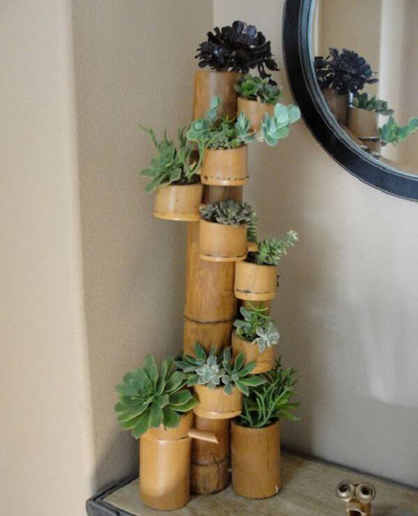 Ingenious plant holder created from bamboo crafts