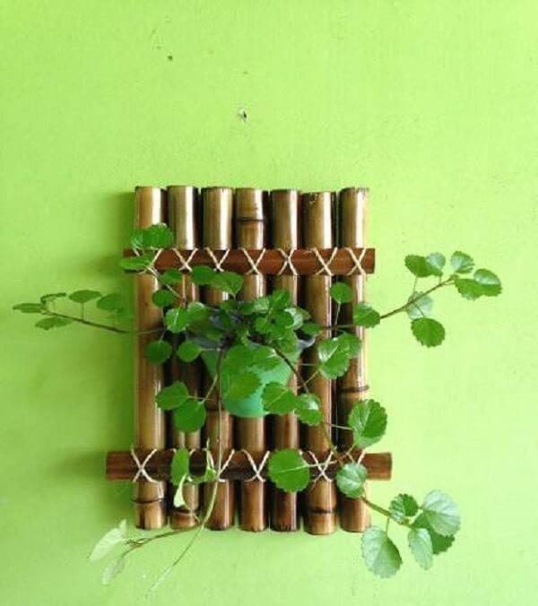 Form a beautiful vertical garden made of bamboo crafts