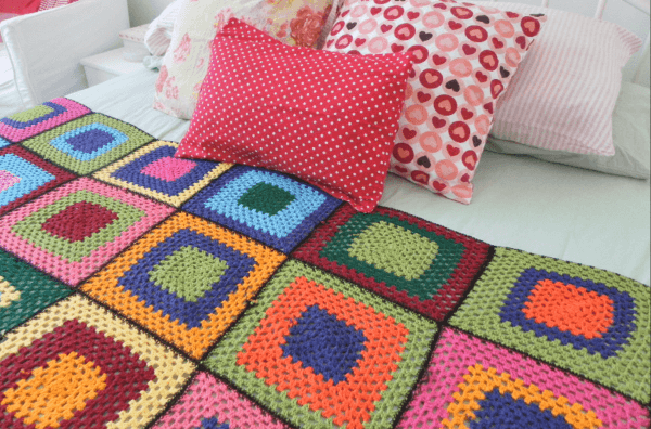 Different bedspread for modern and colorful bedroom