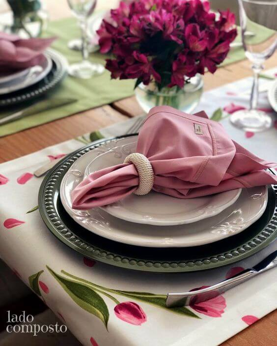 Pink napkin ring made of pearls