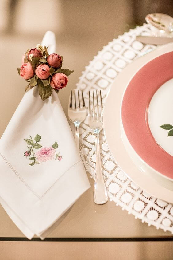 Embroidered fabric napkin