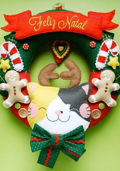 Felt Christmas wreath with kitten with reindeer horns
