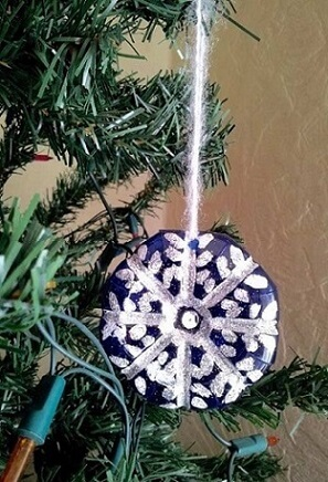 How to make Christmas ornaments with PET bottle with design imitating snow