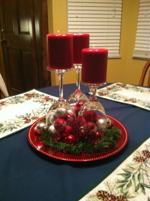 How to make Christmas ornaments with red candles and glass bowls