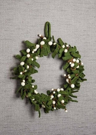 Felt sheets make the garland appear to be made of natural materials