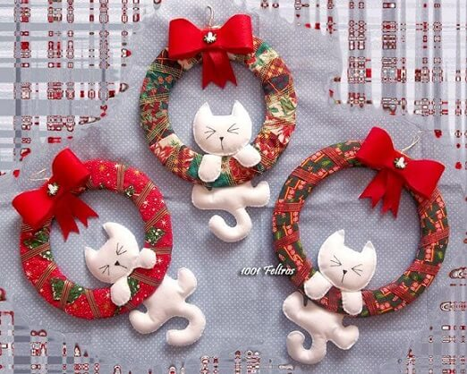 How to make felt Christmas ornaments with white kittens