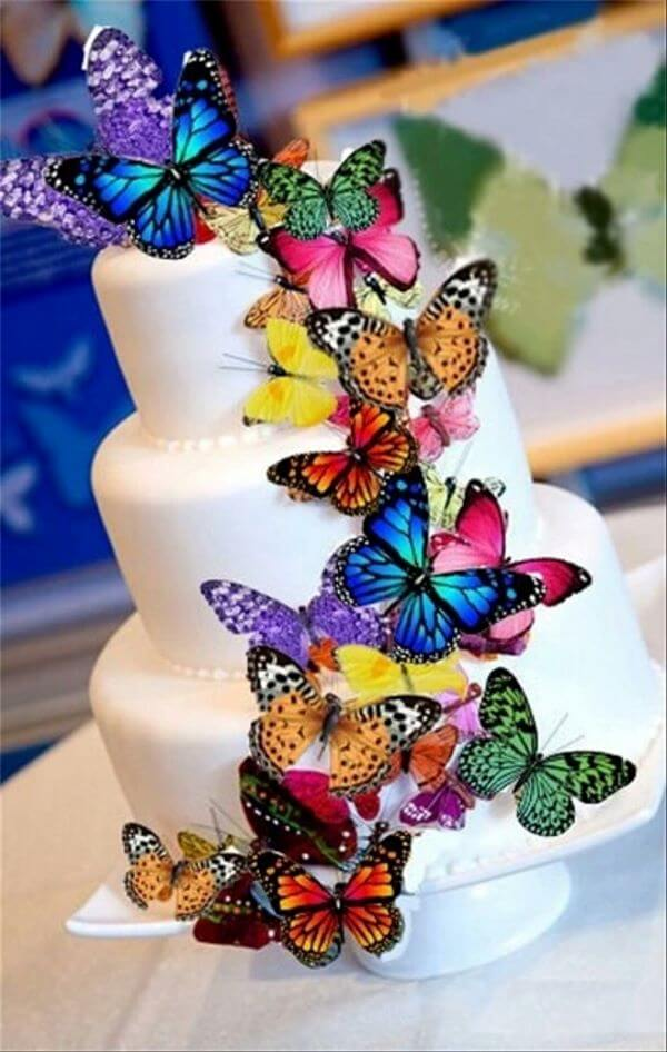 Paper butterflies to decorate the simple cake