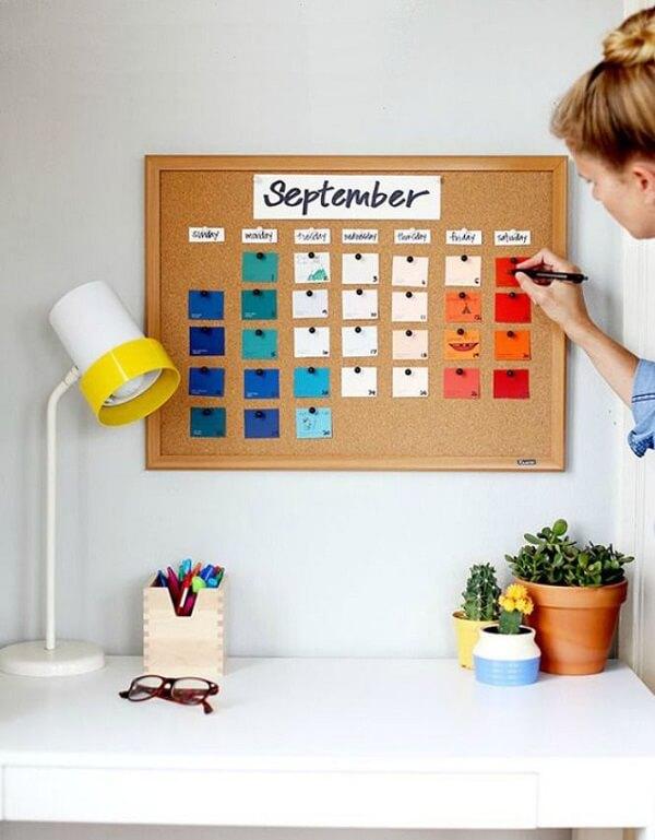 The corkboard helps to organize tasks