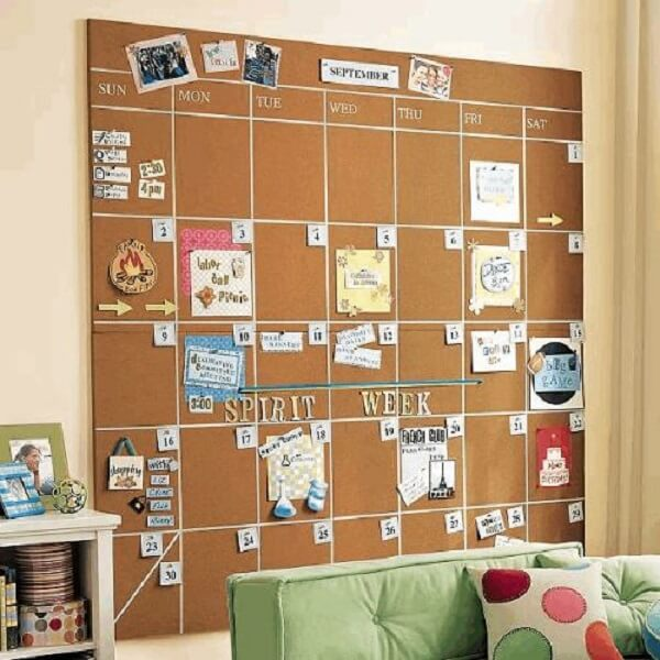Mount a calendar on the wall with the help of a large cork board