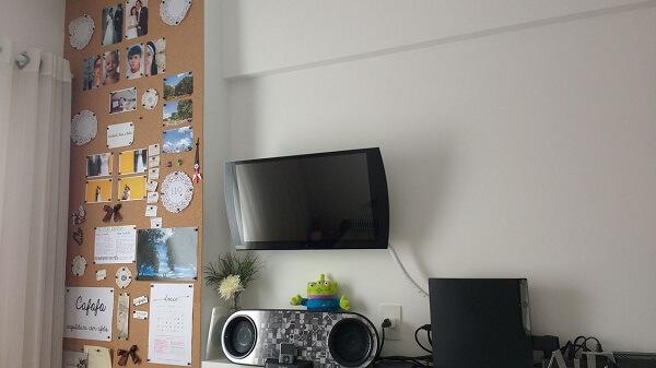 Double bedroom with corkboard
