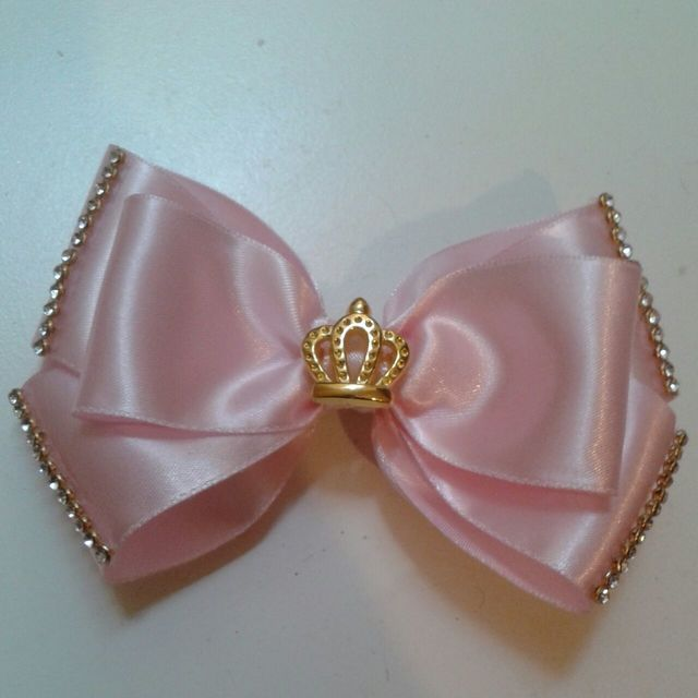how to make ribbon bow - pink ribbon bow with beads and crown pendant