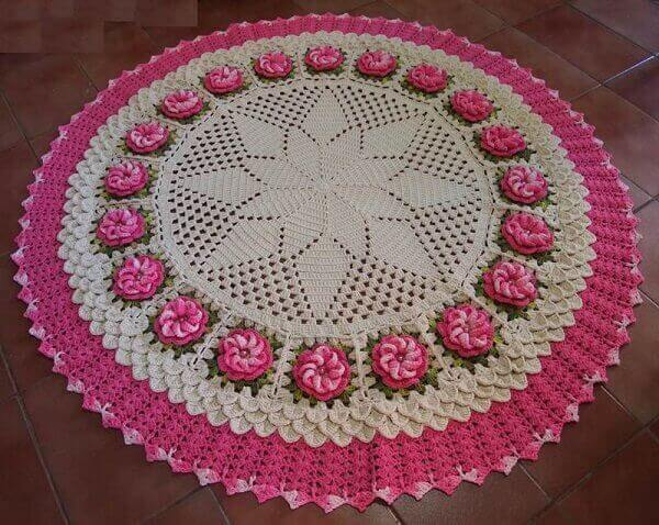 Round crochet rug with small flowers