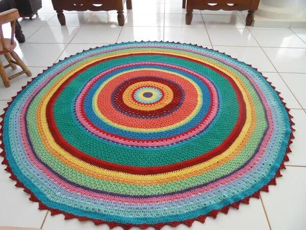 Round crochet rug with different colors