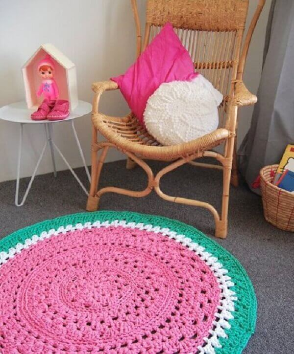 Round crochet rug with fruit motif