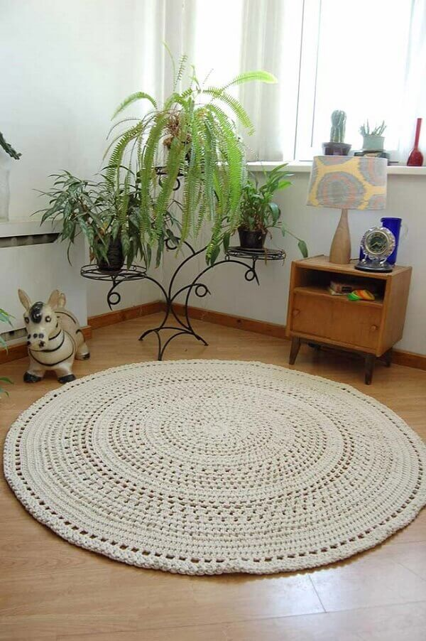 Round crochet rug with raw string