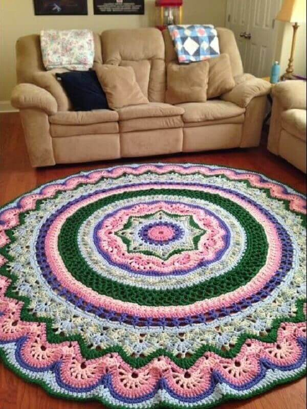 Round crochet rug decorates the room with style